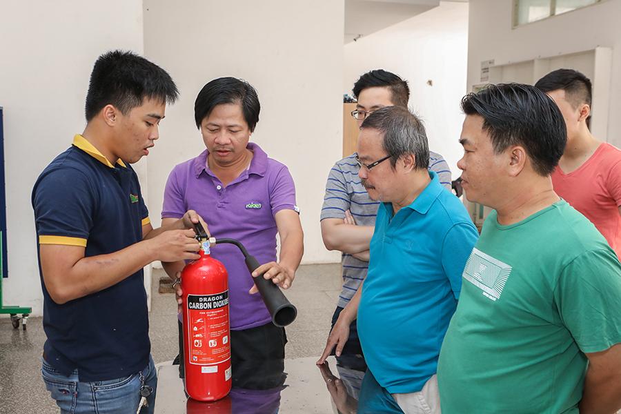 Cư dân được hướng dẫn cụ thể về cách sử dụng bình chữa cháy CO2 (tt)