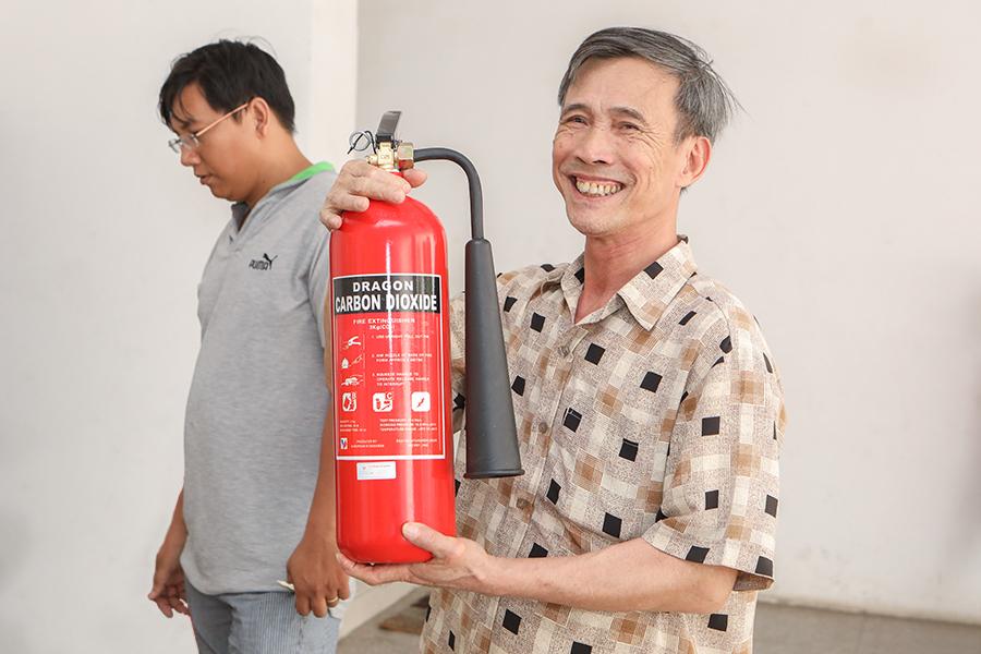 Niềm vui hiện rõ trên gương mặt mỗi cư dân khi được Hung Thinh Corp quan tâm, hỗ trợ kịp thời (tt)