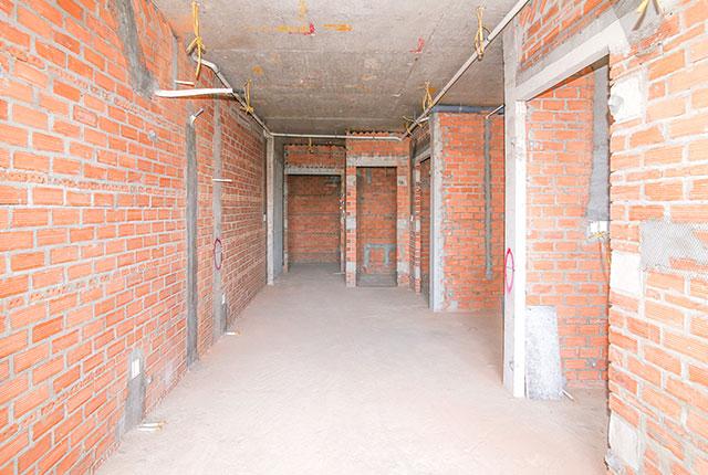 Thi công xây tường bao căn hộ tầng 21 block A