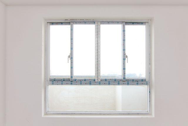 6.Hoàn thành lắp đặt cửa sổ phòng ngủ căn hộ block B