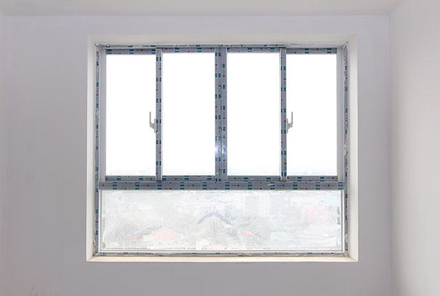Hoàn thành lắp đặt cửa sổ phòng ngủ căn hộ block A