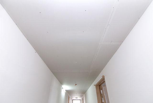 Thi công khung trần thạch cao hành lang tầng 5 - 17 block A
