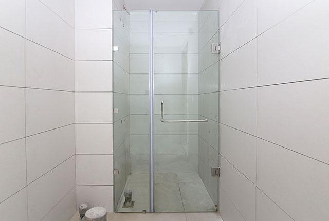 3.Lắp đặt cửa kính phòng tắm căn hộ tầng 7 - 12 block Southern