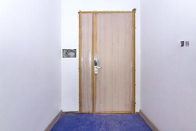 Lắp đặt cửa ra vào căn hộ tầng 19 block A
